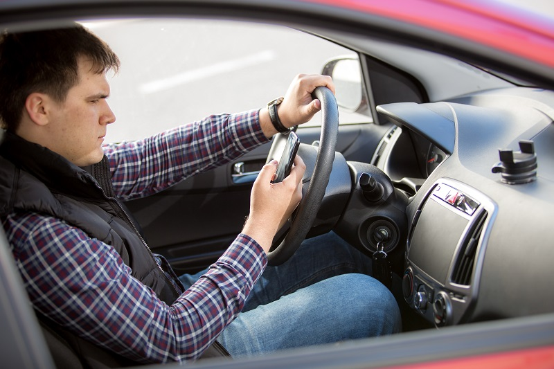 Can You Sue Apple, Samsung, And Other Smartphone Makers For Distracted Driving Caused By Phone Apps?